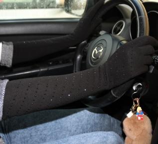 Длинные трикотажные перчатки утепленные со стразами